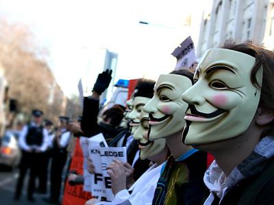 """Anonymous: """"Primeira Guerra Informática"""""""